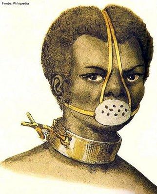 No imaginário popular, a Escrava Anastácia foi sentenciada a usar a máscara por toda a vida. diz a tradição que Anastácia era uma mulher belíssima e que seu dono apaixonou-se por ela.Como forma de vingança, a mulher dele obrigou Anastácia a colocar a máscara sem jamais tirá-la. Quando Anastácia morreu, seu rosto estava todo deformado. <br></br> Palavras-chave: relações de poder, religiosidade popular, escravidão, Brasil colônia.