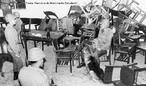 Quando os militares derrubaram o presidente João Goulart, em 1o de abril de 1964, uma das primeiras ações da repressão foi a invasão da sede da UNE, na praia do Flamengo 132, Rio de Janeiro e a prisão das lideranças. Na voragem conservadora, o CPC também desapareceu. Em 1965, a ditadura, prenunciando a repressão que viria, usou a violência policial para reprimir uma manifestação em repúdio à Lei Suplicy, em 23 de setembro de 1965 que contava com cerca de 600 estudantes na Praia Vermelha, no Rio de Janeiro. Eles não aceitavam a reforma que aquela lei simbolizava e que a ditadura tentava impor. Esta lei, novembro de 1964 previa a substituição da UNE por um Diretório Nacional de Estudantes (DNE), subordinado ao Ministério da Educação, que proibia o livre diálogo entre estudantes e diretórios acadêmicos. <br><br/> Palavras-chave: relações de produção, poder, cultura, ditadura, movimento estudantil, repressão, violência.