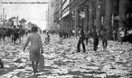 A Passeata dos Cem Mil foi uma manifestação de protesto contra a Ditadura civil-militar instaurada em 1º de abril de 1964 no Brasil, em consequência da morte do estudante secundarista Edson Luís de Lima Souto, em 28 de março de 1968. Edson Luís foi assassinado, com uma bala que atingiu o seu coração, por um agente policial quando da invasão do restaurante Calabouço. A manifestação, ocorrida em 26 de junho de 1968, reuniu mais de cem mil pessoas, no centro da cidade do Rio de Janeiro, na região conhecida como Cinelândia, o que representou um dos mais significativos protestos no período ditatorial do Brasil, conhecido também como Anos de Chumbo. Onde os manifestantes revindicavam a volta das liberdades democráticas e o fim da censura, alem da luta contra os atos de violência e repressão do governo. <br><br/> Palavras-chave: ditadura, repressão, protesto, movimento estudantil, esquerda, direita, comunismo, socialismo, capitalismo.