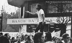 Nascido na cidade de Passa-Quatro no estado de Minas Gerais, José Dirceu iniciou sua militância política em 1966 ao ingressar na Alla Marighella (que mais tarde iria se chamar ALN), um grupo armado revolucionário ligado ao Partido Comunista Brasileiro. Em 1968 Dirceu, que era conhecido pelo nome de Daniel, firmou-se como líder da União Estadual de Estudantes (UEE). Dirceu foi preso em 12 de Outubro de 1968, durante o XXX Congresso da União Nacional dos Estudantes (UNE), realizado em Ibiúna, estado de São Paulo. <br><br/> Palavras-chave: relações de produção, trabalho, poder, cultura, Estado, governo, UNE, militante, PCB, luta armada, tortura, violência, comunismo, socialismo, capitalismo.