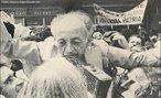 No início dos anos 1960, Luis Tenório de Lima ocupou posição de destaque no cenário sindical paulista e, em 1962, no V Congresso do Partido Comunista Brasileiro, foi eleito para o seu Comitê Central. Com o golpe 1964 foi destituído de todos os seus cargos sindicais e teve cassados seus direitos políticos por dez anos. Exilou-se em Praga, passando a atuar junto à Federação Sindical Mundial para quem cumpriu missões em países de vários continentes. Em fins de 1979, juntamente com Gregório Bezerra, Hércules Corrêa dos Reis e Lyndolpho Sylva, retornou ao Brasil, sendo recepcionado por uma verdadeira multidão no aeroporto do Rio. <br><br/> Palavras-chave: anistia, censura, democracia, direitos humanos, ditadura civil-militar, movimentos sociais, violência.