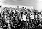 A Revolução de 1949 que eu origem a República Popular da China foi um processo social de longa duração, isto é, levou décadas para maturar e reunir as condições necessárias que permitiram aos comunistas chineses tomarem o poder e transformarem a China num país socialista. Entretanto, segundo autores contemporâneos como István Mészáros sociedades como a China, Cuba e a extinta URSS são consideradas pós-revolucionárias e não foram capazes de construir uma sociedade para além do capital. Por tanto, não construiram relações de produção majoritariamente socialistas. <br><br/> Palavras-chave: relações de produção, trabalho, cultura, poder, socialismo, comunismo, China, Mao Tse-tung.