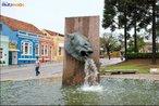 Fonte da Mem�ria, Largo da Ordem, apelidada pela popula��o de Cavalo Bab�o. Trata-se de uma est�tua eq�estre de 1995 que regurgita �gua. <br><br/> Palavras-chave: Largo da Ordem, Curitiba, monumentos escultura, cavalo bab�o.