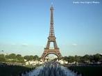 Inaugurada em 31 de Mar�o de 1889, a Torre Eiffel foi constru�da para honrar o centen�rio da Revolu��o Francesa. O Governo da Fran�a planejou uma Exposi��o mundial e anunciou uma competi��o de design arquitet�nico para um monumento que seria constru�do no Champ-de Mars, no centro de Paris. Mais de cem designs foram submetidos ao concurso. O comit� do Centen�rio escolheu o plano de Gustave Eiffel de uma torre com uma estrutura met�lica que se tornaria, ent�o, a estrutura mais alta do mundo constru�da pelo homem.  <br><br/> Palavras-chave: rela��es de produ��o, rela��es de poder, rela��es culturais, Fran�a, Revolu��o Francesa, Gustave Eiffel.