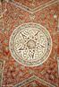 O Ir� localiza-se na �sia, no Oriente M�dio, e at� 1935 recebia a denomina��o de P�rsia. Em 1979, com a Revolu��o Isl�mica promovida pelo aiatol� Khomeini, o pa�s adotou a sua atual designa��o oficial de Rep�blica Isl�mica do Ir�. Essa Na��o possui diversas regi�es classificadas pela UNESCO como Patrim�nio Mundial da Humanidade: Meidan Emam, Isfahan, Tchogha Zanbil, Bam, Pas�rgada e Soltaniyeh. Soltaniyeh, em Zanjan localiza-se a 240 quil�metros de Teer�. Em 2005 foi declarada Patrim�nio da Humanidade pela Unesco. A maior atra��o das muitas ru�nas de Soltaniyeh � o Mausol�u de �ljait�, constru�da entre 1302 a 1312 possui grande import�ncia simb�lica para o mundo mu�ulmano. A C�pula de Soltaniyeh foi a precursora de maiores c�pulas mu�ulmanas, como o Mausol�u de Khoja Ahmed Yasawi e o Taj Mahal. <br><br/> Palavras-chave: Imp�rio Persa, Ir�, islamismo, Patrim�nio Mundial da Humanidade, s�tio arqueol�gico.