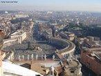 O Vaticano foi criado pelo Tratado de Latr�o, assinado por Benito Mussolini e o Papa Pio XI em 11 de Fevereiro de 1929. As terras tinham sido doadas em 756 por Pepino, o Breve, rei dos francos. Durante um per�odo de quase mil anos, que teve in�cio no imp�rio de Carlos Magno no s�culo IX, os papas reinavam sobre a maioria dos Estados temporais do centro da pen�nsula it�lica, incluindo a cidade de Roma, e partes do sul da Fran�a. Durante o processo de unifica��o da pen�nsula, a It�lia gradativamente absorveu os Estados Pontif�cios. <br><br/> Palavras-chave: rela��es de poder, rela��es culturais, Estado, fascismo, Mussolini, Igreja Cat�lica, cristianismo, Papa, Vaticano.