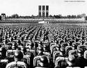O nacional-socialismo soube manipular os instintos agressivos do ser humano e canalizou o ódio dos alemães particularmente contra os judeus, pois existia uma tradição anti-semita entre os povos nórdicos. Desse modo, os judeus serviram como bode expiatório para todos os males alemães. A partir de 1934, o anti-semitismo tornou-se uma prática do governo, além de nacional. Os judeus foram proibidos de trabalhar em repartições públicas. Suas lojas e fábricas foram expropriadas pelo governo. Além disso, eram obrigados a usar braçadeiras com a estrela de Davi, para poderem ser facilmente discriminados. A radicalização do anti-semitismo oficial forçou mais da metade da população judaico-alemã a deixar o país, à procura de exílio. Às vésperas da Segunda Guerra Mundial, restavam apenas 250 mil judeus na Alemanha, menos de 0,5% da população total. Com a Guerra, tanto estes quanto os judeus dos paíes ocupados por Hitler foram enviados para os campos de extermínio, o que resultou no holocausto - o massacre de 6 milhões de pessoas. <br><br> Palavras-chave: nazismo, Hitler, Alemanha, holocausto, judeus, anti-semitismo