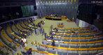 Compete a Câmara dos Deputados em Brasília: eleger os membros do Conselho da República e autorizar a abertura de processo contra o Presidente da República e seus Ministros. Juntamente com o Senado forma o Congresso Nacional, cabendo a esta instituição a aprovação, alteração e revogação de Leis; autorização ao Presidente para a declaração de guerra; sustar atos do Poder Executivo; julgar as contas do Presidente da República; dentre outras funções, enumeradas no capítulo I, título IV, da Constituição.<br><br/> Palavras-chave: relações de poder, Poder Legislativo, Câmara dos Deputados, leis.