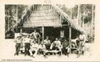 A Estrada de Ferro Madeira-Mamoré é uma ferrovia construída entre 1907 e 1912 para ligar Porto Velho a Guajará-Mirim, no atual Estado de Rondônia, no Brasil. Ficou conhecida à época como a Ferrovia do Diabo, devido à morte de milhares de trabalhadores durante a construção, causada sobretudo por doenças tropicais, complementar à lenda de que sob cada um de seus dormentes existia um cadáver. Fotos da Coleção Percival Farquhar do Museu Histórico Nacional.<br><br/> Palavras-chave: relações de poder, relações culturais, modernização, século XX.