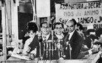 O regime militar no Brasil foi um período iniciado em abril de 1964, após um golpe militar articulado pelas Forças Armadas, em 31 de março do mesmo ano, contra o governo do presidente João Goulart. A repressão se instalou imediatamente após o golpe de Estado. As associações civis contrárias ao regime eram consideradas inimigas do Estado, portanto passíveis de serem enquadradas. Muitas instituições foram reprimidas e fechadas, seus dirigentes presos e enquadrados, suas famílias vigiadas. Na mesma época se formou dentro do governo um grupo que depois seria chamado de comunidade de informações. As greves de trabalhadores e estudantes foram proibidas e passaram a ser consideradas crime; os sindicatos sofreram intervenção federal, os líderes sindicais que se mostravam contrários eram enquadrados na Lei de Segurança Nacional como subversivos.<br><br/> Palavras-chave: ditadura, governo, Estado, movimentos sociais, censura, repressão.