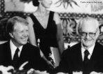 Ernesto Beckmann Geisel assumiu a presidência do Brasil em 15 de março de 1974 e concluiu seu mandato em 1979. Seu governo foi marcado pelo início de uma abertura política e redução do rigor do regime militar brasileiro, onde encontrou fortes oposições de políticos chamados de linha-dura.<br><br/> Palavras-chave: relações de poder, poder executivo, governo, república, Brasil.