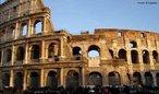 O Coliseu, também conhecido como Anfiteatro Flaviano, deve seu nome à expressão latina Colosseum (ou Coliseus, no latim tardio), devido à estátua colossal de Nero, que ficava perto a edificação. Localizado no centro de Roma, é uma excepção de entre os anfiteatros pelo seu volume e relevo arquitectónico. Originalmente capaz de albergar perto de 50 000 pessoas e com 48 metros de altura, era usado para variados espetáculos. Foi construído a Este do Fórum romano e demorou entre 8 a 10 anos a ser construído.<br><br/> Palavras-chave: relações de poder, Estado, Roma Antiga, coliseu, Império Romano.