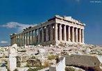 O Partenon (em grego – &#928;&#945;&#961;&#952;&#949;&#957;&#969;&#957;) foi um templo erigido para a deusa grega Atena, construído no século V a.C., na acrópole de Atenas. O Partenon é o mais importante templo dórico da Grécia e o mais conhecido dos edifícios remanescentes da Grécia. Foi ornado com o melhor da arquitetura grega. Suas esculturas decorativas são consideradas um dos pontos altos da arte grega. O Partenon é um símbolo duradouro da Grécia e da democracia, e é visto como um dos maiores monumentos culturais do mundo.<br><br/>  Palavras-chave: Atenas, Partenon, Acrópole, Democracia, Arte dórica.