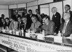 O Gasoduto Bolívia-Brasil é um tipo de via de transporte que interliga a Bolívia e o Brasil por um duto, que possui 3.150 km em todo seu percurso, sendo 557 km dentro da Bolívia e 2.593 km em solo brasileiro. O custo total dessa obra foi de 2 bilhões de dólares. Esse empreendimento teve sua construção iniciada no ano de 1997, dois anos depois já estava operando parcialmente. As perspectivas são de que em 2010 sua capacidade de operação seja ampliada, isso com intuito de elevar a oferta de gás natural no mercado brasileiro. <br><br/> Palavras-chave: energia, relações diplomáticas, economia, globalização.